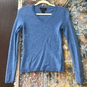 Tahari cashmere v neck sweater M